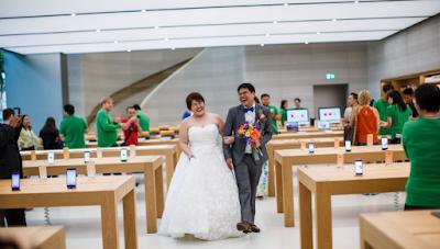 Gokil! Kantor Apple Menjadi Tempat Pernikahan Oleh Kedua Pasangan