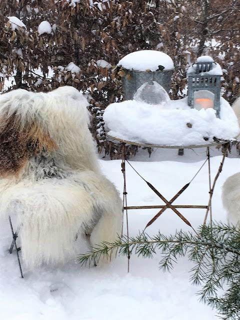 Forhagen - det er vinterstemning på brosteins-sirkelen. Med islykt og hagelykt øker det snøuttrykket IMG_4424 (2)-min