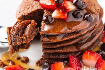 LOW CARB CHOCOLATE PROTEIN PANCAKES RECIPE