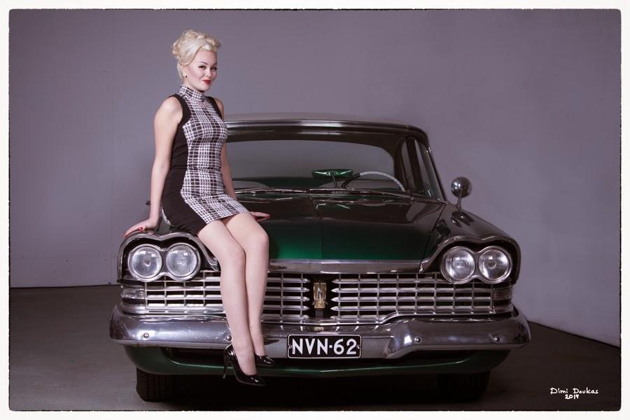 Ida Lime ja alla Plymouth 1959. Pin-up kuvausta, valokuvaaja Dimi Doukas