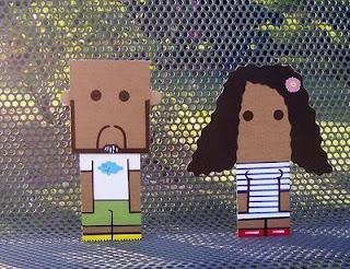personajes hechos con cartón reciclado
