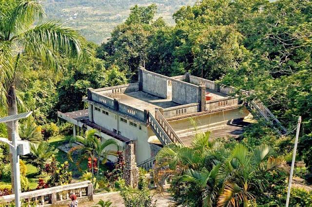 Gunung Menumbing terletak di Desa Air Belo Gunung Menumbing, Tempat Pengasingan Bung Karno