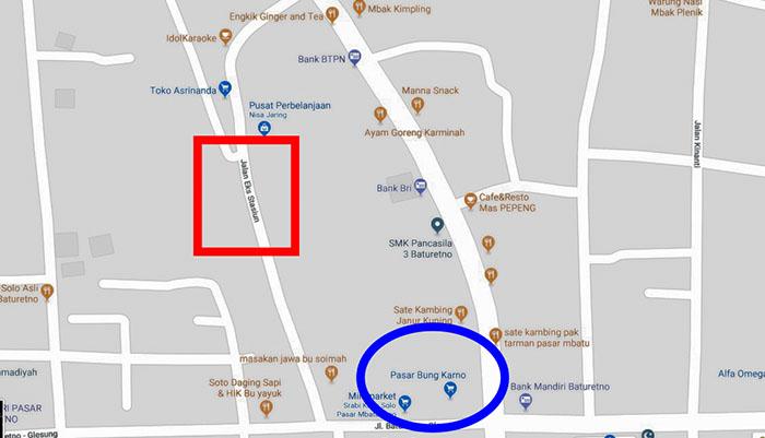 Lingkaran Biru: Bekas Stasiun Baturetno; Lingkaran Merah: Jalan Eks Stasiun