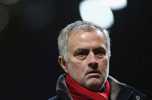"""Mourinho gây thù chuốc oán """"người nhà"""", Giggs mưu cướp ghế MU 1"""