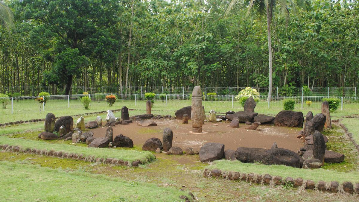 Image result for taman purbakala pugung raharjo