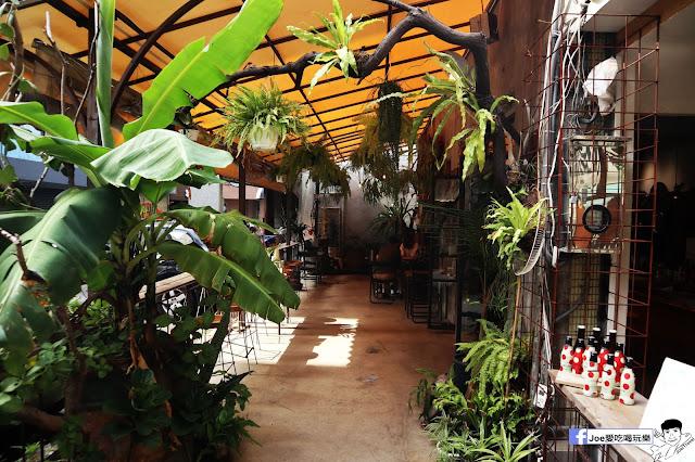IMG 4754 - 【新竹美食】弄點咖啡COFFEE BAR -位於大遠百巷弄間的老屋咖啡廳,來這裡可以享受都市間的寧靜,甜點、飲品擺盤做工都非常的講究,價格也相當親民!