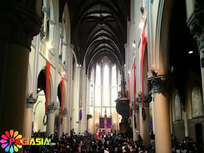 Ratusan Jemaat Sudah Penuhi Gereja Katedral Jakarta Menjelang Misa Penutup