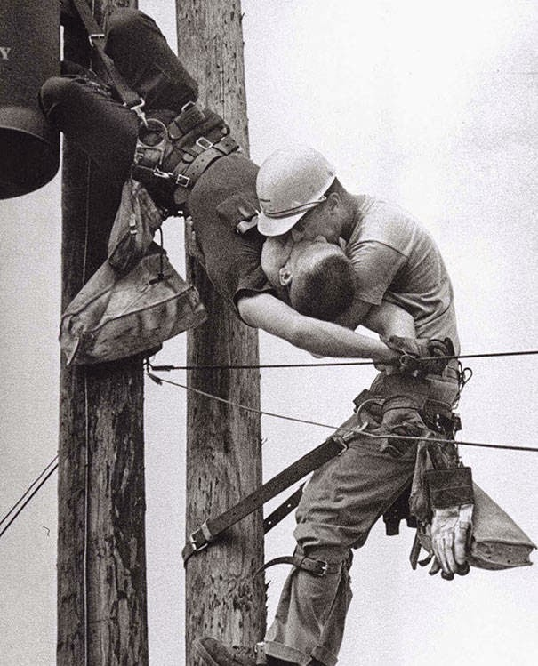 These 15 Incredibly Rare Historical Photos Will Leave You Speechless - A utility worker giving mouth-to-mouth to a co-worker after he contacted a high voltage wire in 1967.