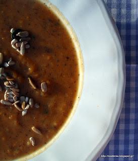 Φθινοπωρινή σούπα με γλυκοπατάτα και πορτομπέλλο με άρωμα δυόσμου