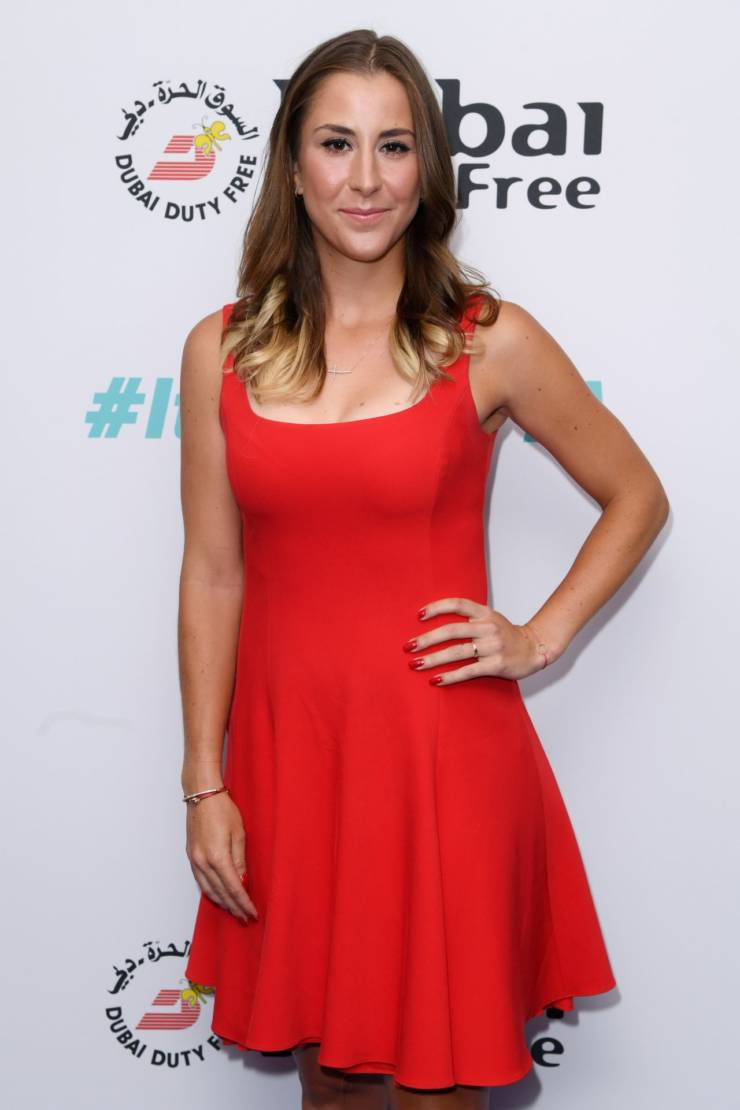 Belinda Bencic Hot Long Cross Legs Show In Red Top