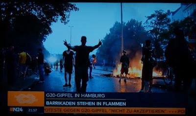 http://www.spiegel.de/panorama/gesellschaft/g20-krawalle-selfie-bei-randale-im-schanzenviertel-a-1156799.html#ref=recom-outbrain