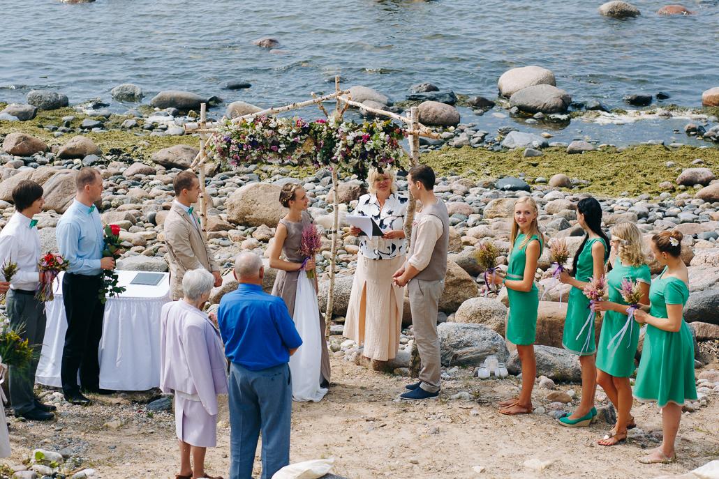 kāzas akmeņainā vidzemes pludmalē ceremonija