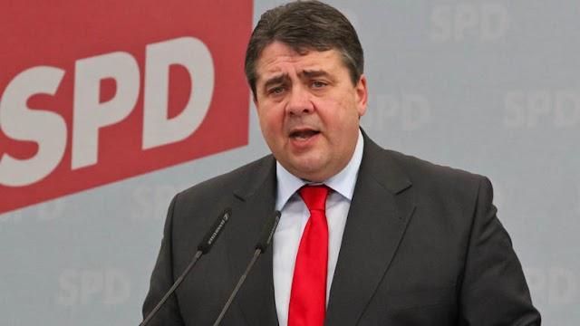 Υπέρ μιας δημοσιονομικής ευελιξίας στην Ευρωζώνη, κόντρα στον Σόιμπλε, ο γερμανός Αντικαγκελάριος