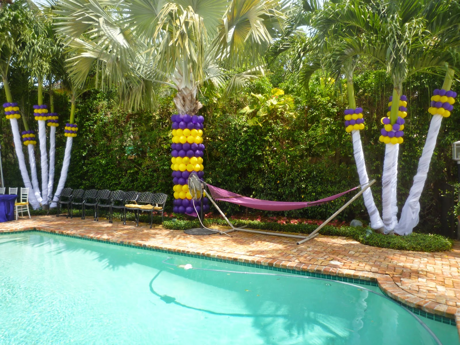 column wrapped with balloons foe outdoor party decoration