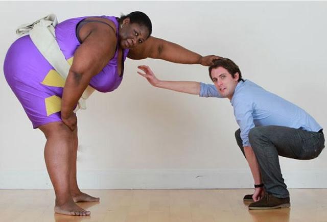 A white man challenges a big black woman