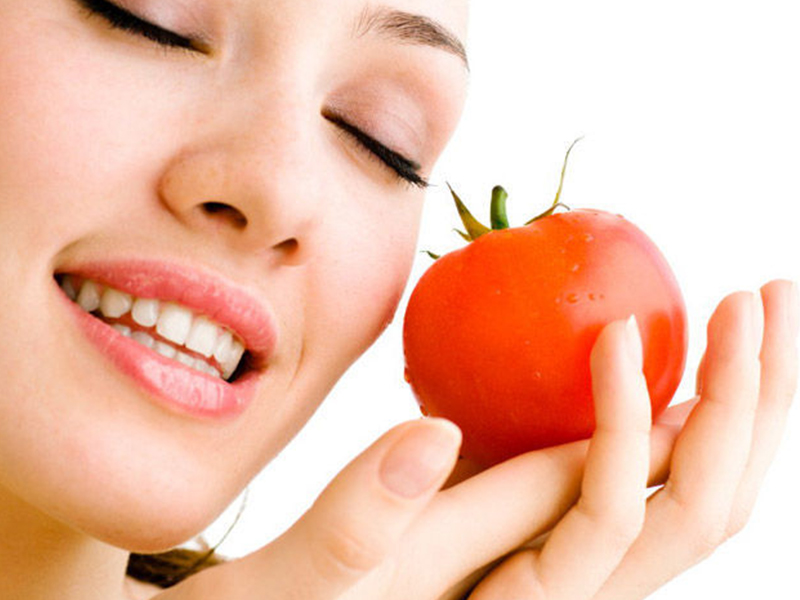 Overcome Acne Misbehaving With Tomato And Honey