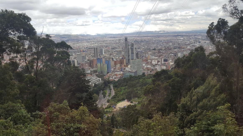 Vista da subida de funicular no Cerro de Monserrate - Bogotá