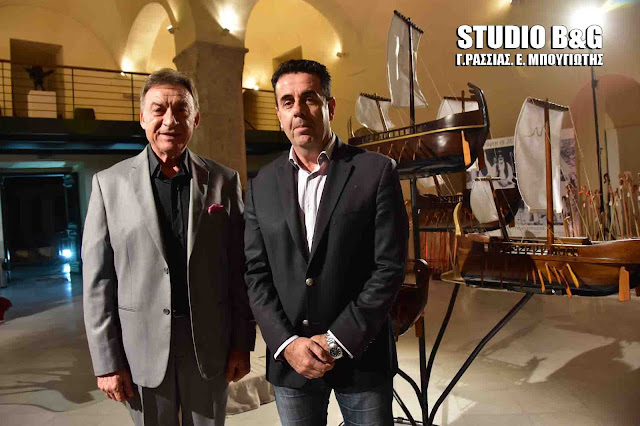 Εντυπωσιάστηκε από τα έργα του καλλιτέχνη Κωνσταντίνου Δημούλη ο Δήμαρχος Ναυπλιέων Δημήτρης Κωστούρος (βίντεο)