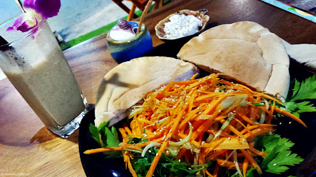 Salad, wholegrain pita bread and banana shake at Yogi Cafe in Chaweng