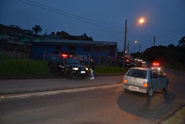 POLICIAIS MILITARES DA RONE MATAM ASSALTANTE EM COLOMBO