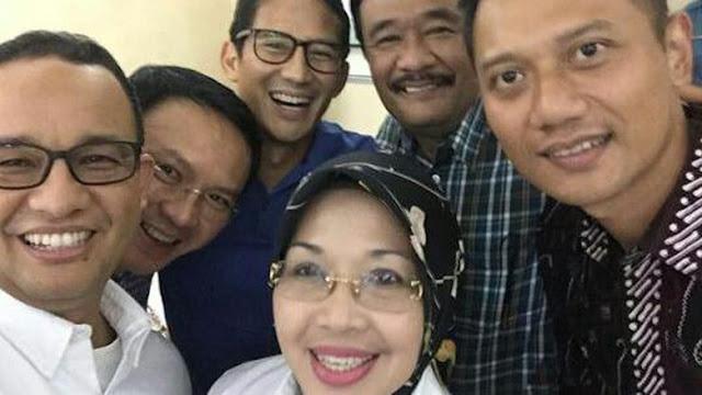 Kandidat Cagub-Cawgub DKI Jakarta Foto Bersama Usai Tes Kesehatan
