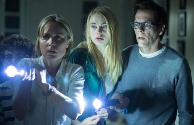Família é atormentada por força sobrenatural em The Darkness com Kevin Bacon e Radha Mitchell