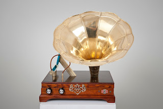 Looks like a gramophone player for an iPhone or iPad.