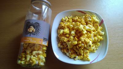 Popcorn in Gelb mit Curry