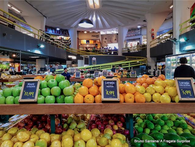 Variedade de frutas do Mercado de Pinheiros, São Paulo