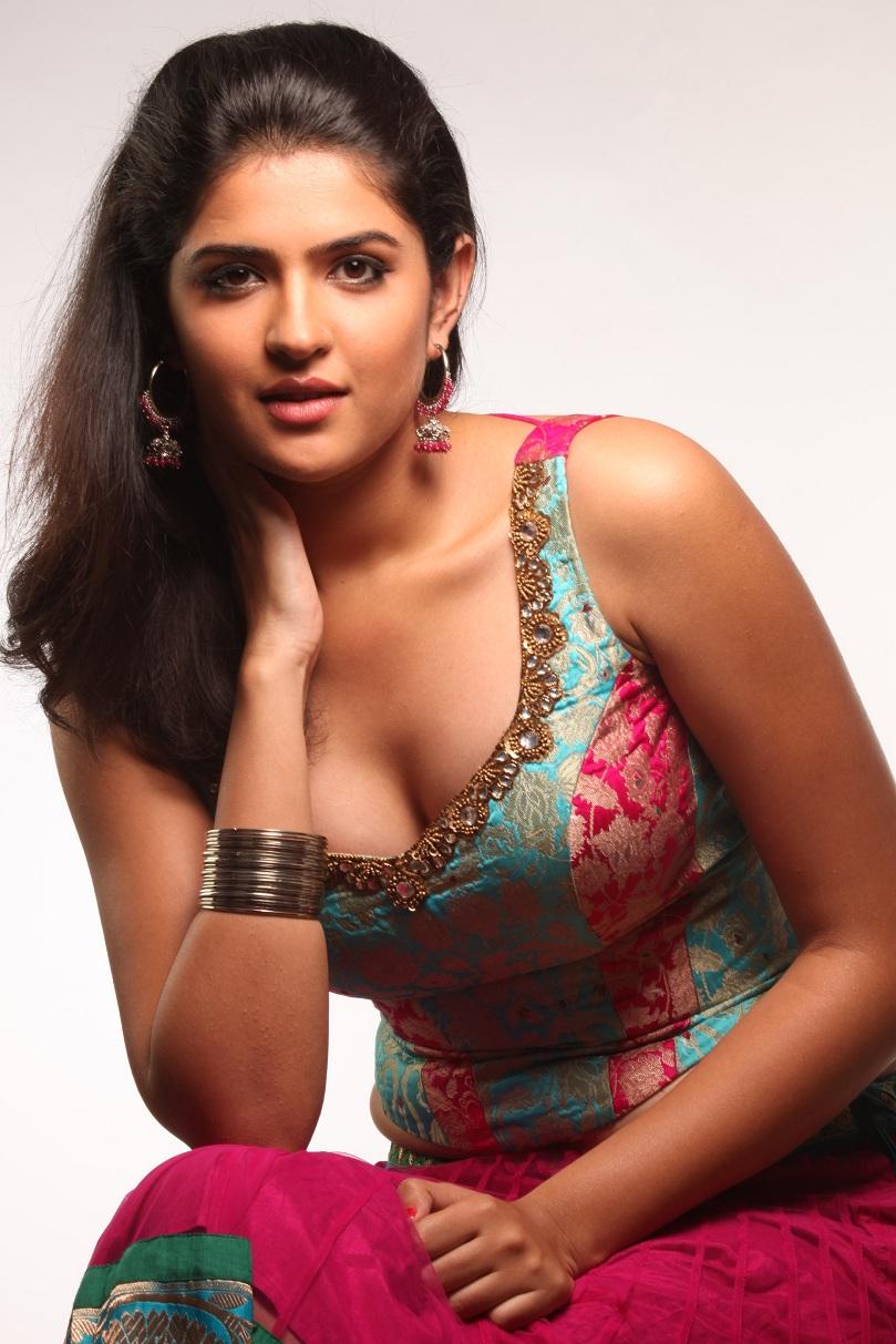 Splendid and delicious Deeksha seth unseen hot photos