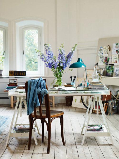 escritorio bonito y espacioso
