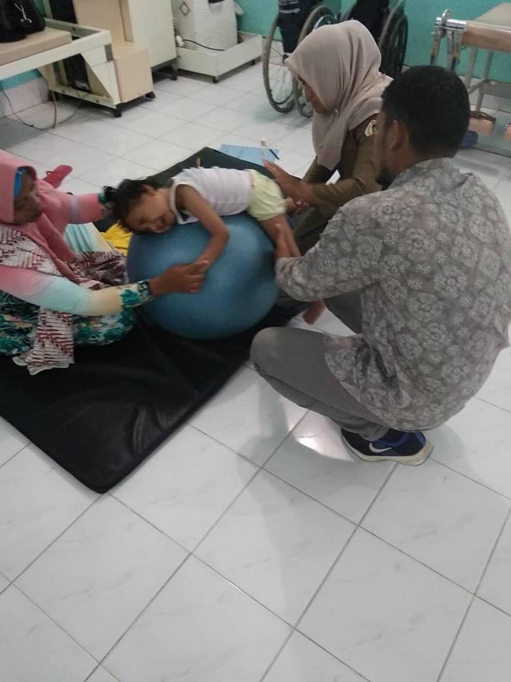 LPD Dampingi dan Biayai Farazil Menjalani Pengobatan dan Terapi, Aceh Utara