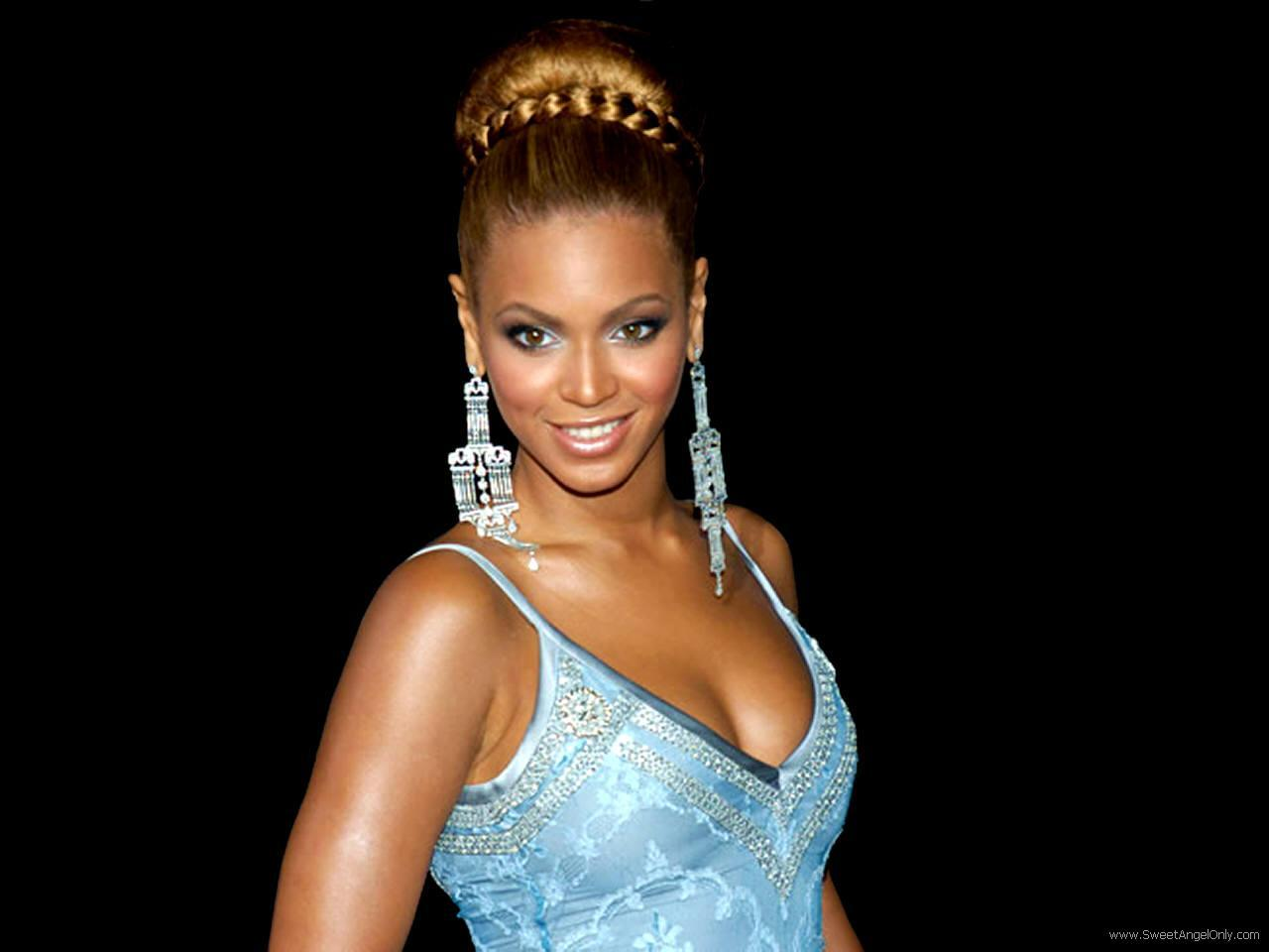 Category Music Song Hold Up Artist Beyoncé Licensed to YouTube by SME on behalf of Parkwood EntertainmentColumbia ARESA Kobalt Music