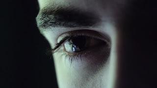 مقال : عندما بكت الدموع للكاتب