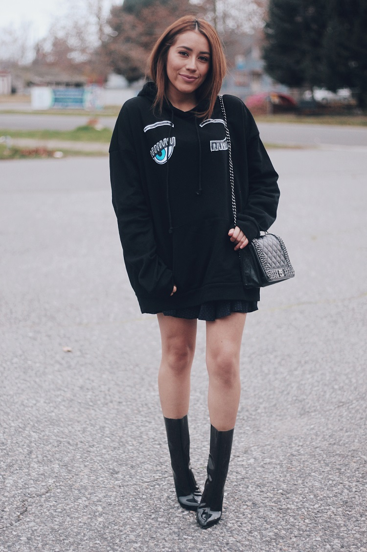 Chic Outfit - Oversized Hoodie and Clear Jelly Boots | Fashion