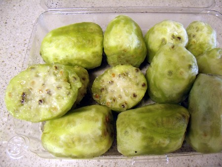 Yvonne's Blog: How to Eat Cactus Fruit (Tunas) - photo#9