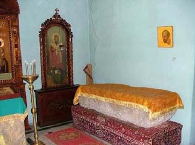 Η σαρκοφάγος του Αγίου Ιωάννου Χρυσοστόμου   στην περιοχή Κομάνι της Γεωργίας.