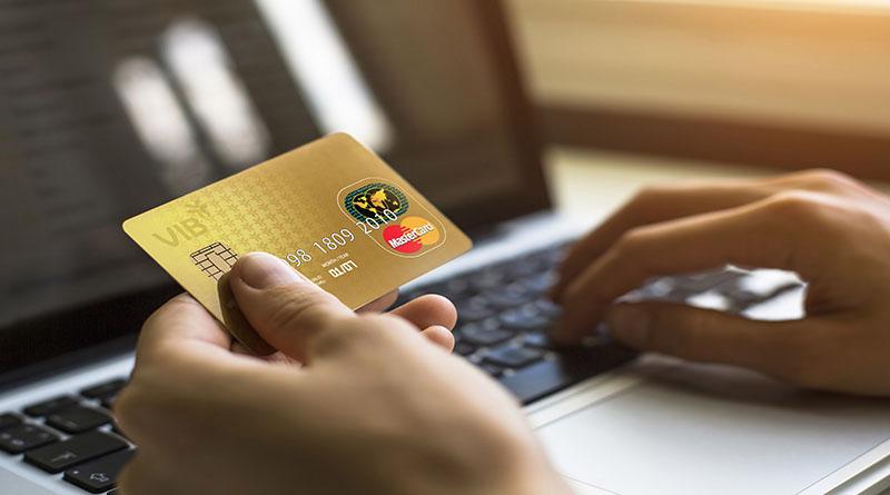 Làm thẻ tín dụng rất tiện lợi