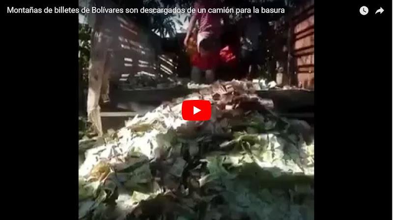 Montañas de billetes de Bolívares son descargados de un camión para la basura