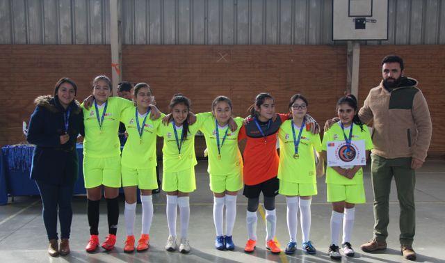 Escuela Efraín Campana, campeona en damas