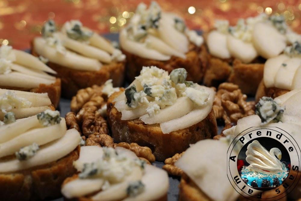 Crostinis fait maison au Roquefort, noix et poires