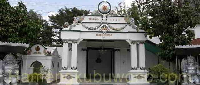 Gambar Pintu Gerbang Donopratopo - Kraton Yogyakarta