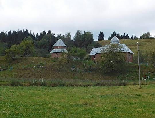 Cerkiew Opieki Matki Boskiej (ukr. Церква Покрову Пресвятої Богородиці).