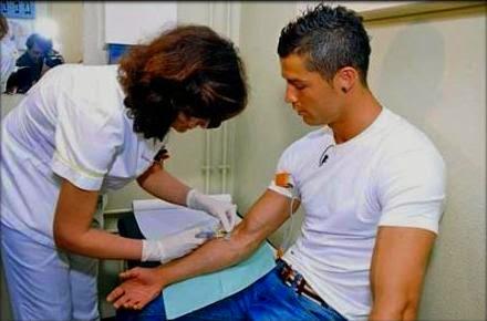 Cristiano Ronaldo Mendonorkan Darah