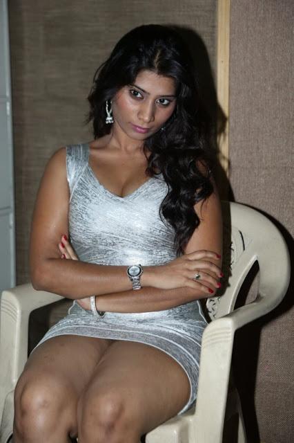 Tamil Navel Actress Saree