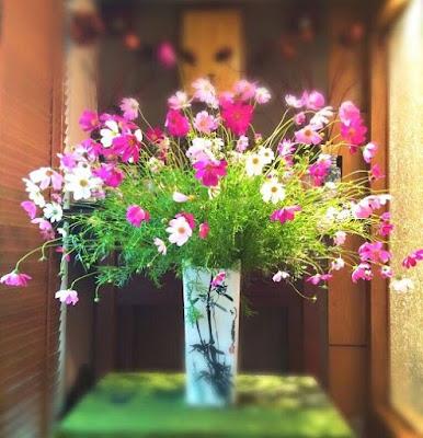 Một vài mẫu cắm hoa cưới trong lọ đẹp mắt
