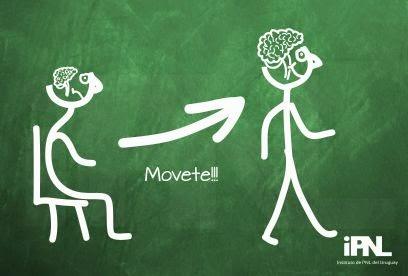 Dibujo el cerebro mayor en persona en movimiento