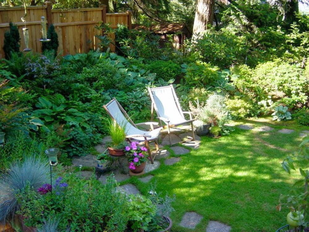 แต่งสวนสวยด้วยเก้าอี้ผ้า