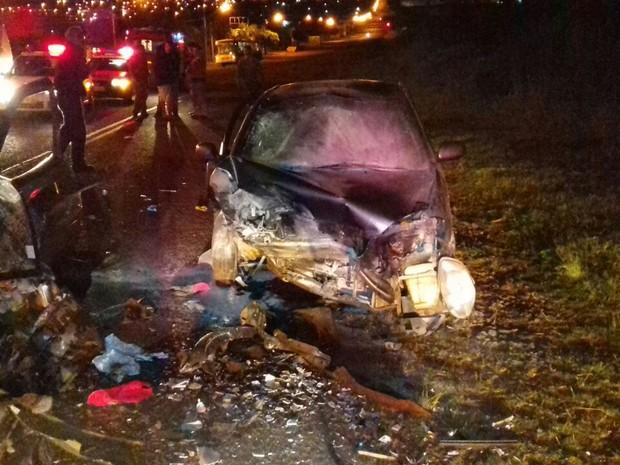 Acidente entre dois carros deixa feridos e 2 mortos na BR-369, no PR