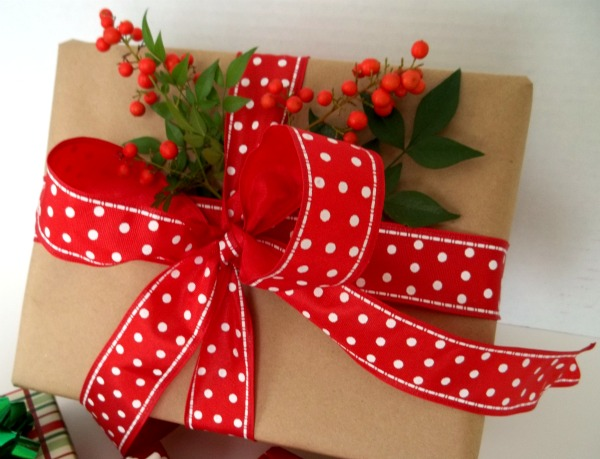 Dishfunctional designs creative holiday gift wrapping ideas for Creative xmas gifts